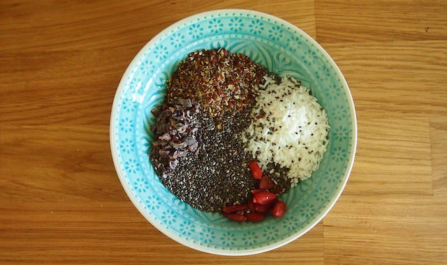Gesunde Zutaten: Kokos, Kakao, Chia, Leinsamen und Goji-Beeren